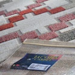 Thảm trải sàn Kura với họa tiết được cắt tỉa lộ đế