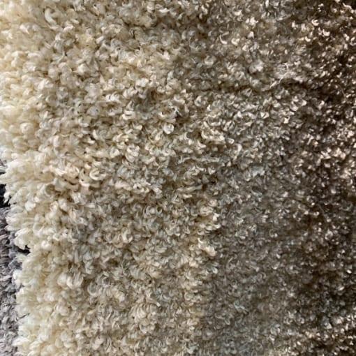 Được dệt từ 100% sợi Polyester tự nhiên