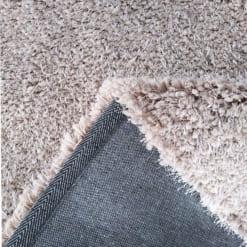 Mặt thảm mềm mại êm ái, cảm giác được nâng niu
